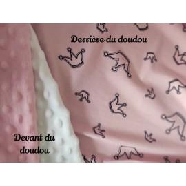 Doudou minky (doublure rose couronnes) avec prénom et motif