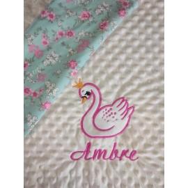 Couverture doublée avec prénom et motif (doublure menthe fleurie)