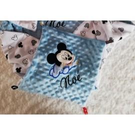 Doudou minky (doublure Mickey blanc et noir) avec prénom et motif