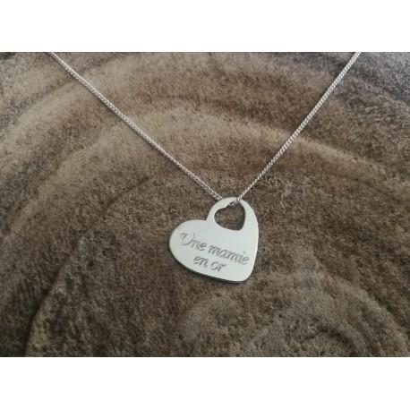 Collier coeur gravé pour les mamies